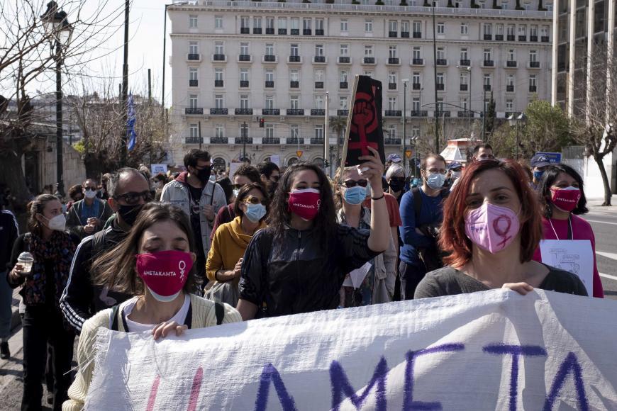 Një projekt-ligj grek alarmon organizatat: Vë në rrezik gratë dhe fëmijët